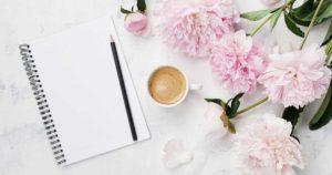 ノートとお花の画像