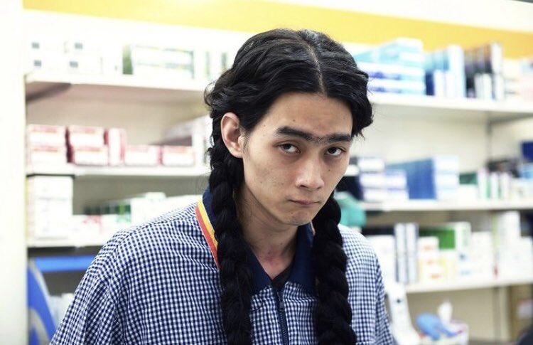 柳俊太郎さんの三つ編みの画像