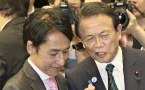武内和久さんと麻生太郎さんの画像