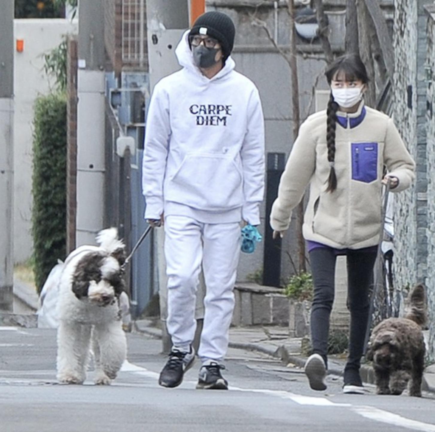 木村拓哉さんとcocomiさんの散歩画像