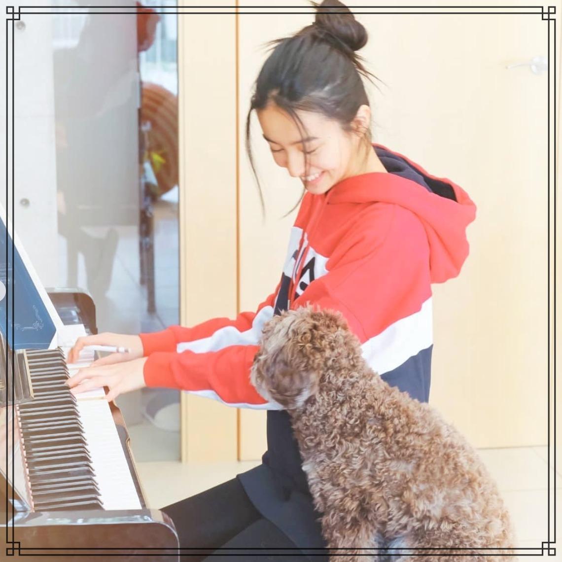 ピアノを弾くkokiさん