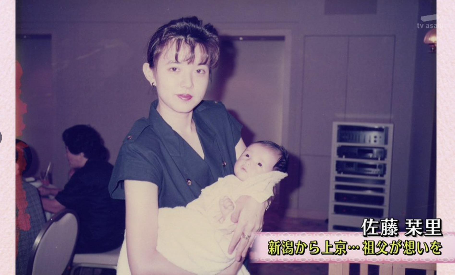 佐藤栞里さんと母親の画像